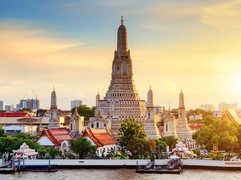 Đặt tour Thái Lan cho người lớn tuổi - những lưu ý khi đi tour Thái Lan người lớn tuổi cần nhớ khi không có con cái theo cùng!