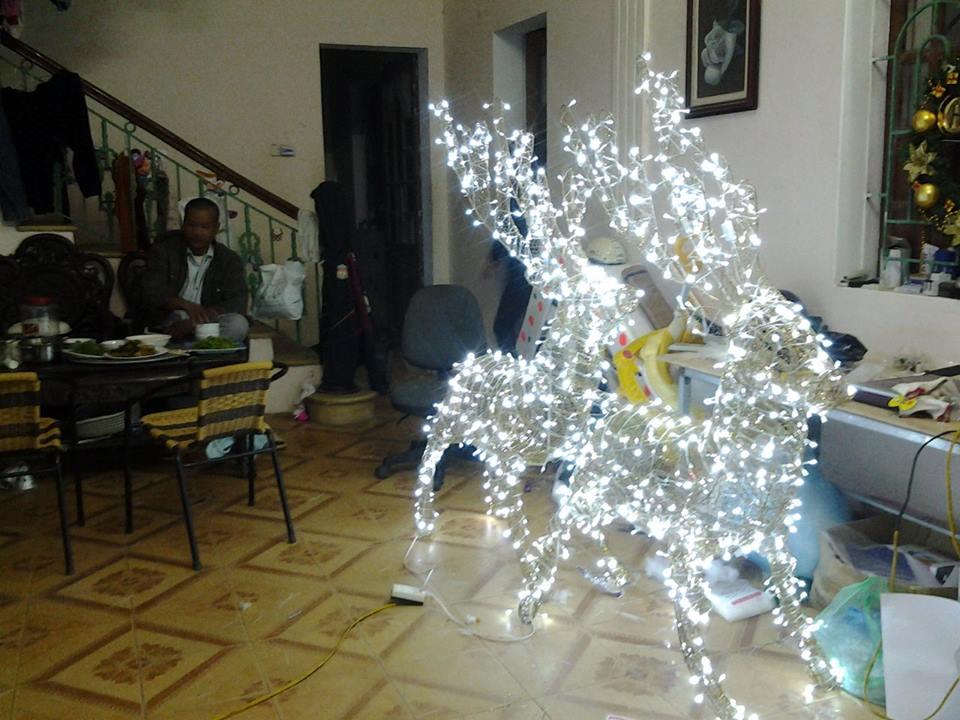 Sản xuất mô hình Noel theo mẫu: tuần lộc thép và đèn led, người tuyết