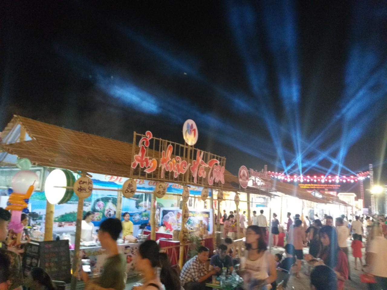 Thi công nhà tre, gian hàng tre, tiểu cảnh tre, không gian tre lễ hội, đường phố tẠI TP HCM - Hồ Chí Minh