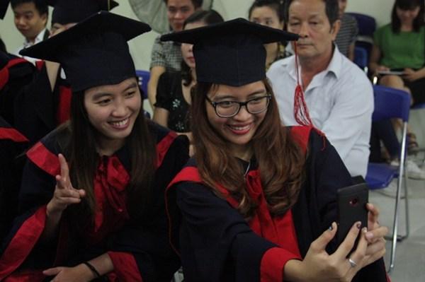 Cho thuê lễ phục tốt nghiệp Nha Trang
