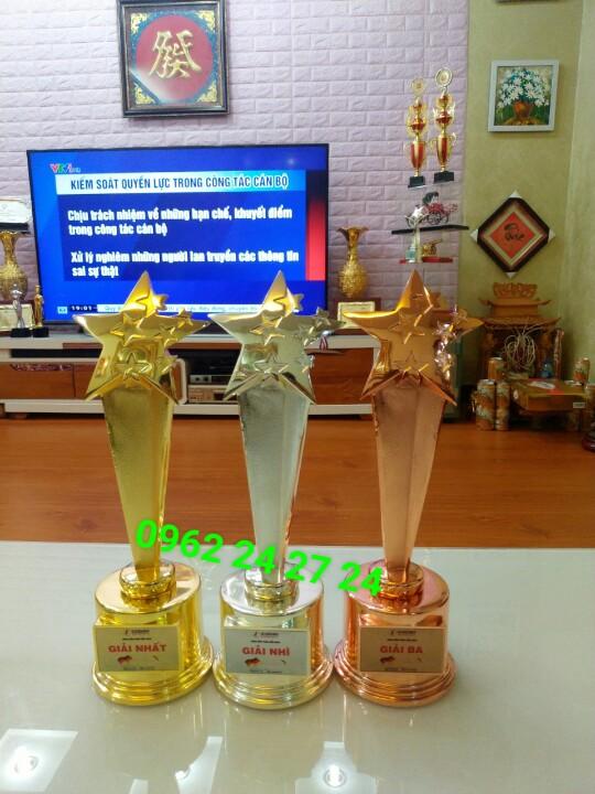 Sản xuất cúp chuyên ngành làm đẹp, bán cúp vinh danh các cuộc thi, nhận làm mác cúp theo yêu cầu