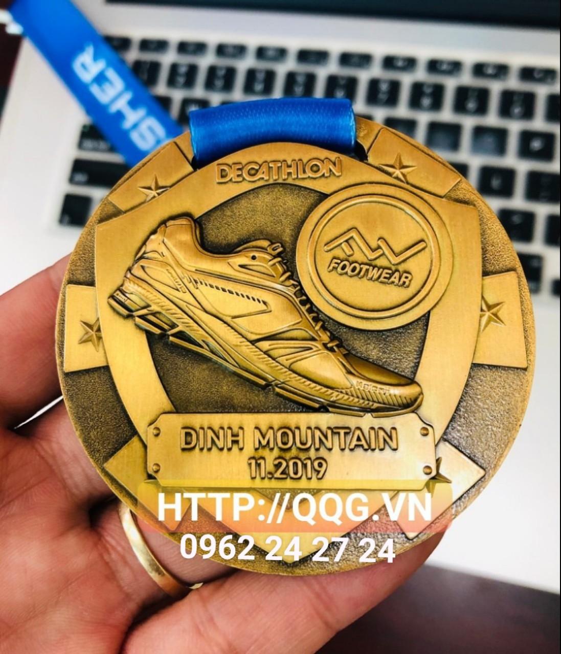 Cửa hàng chuyên sản xuất và cung cấp huy chương các giải thi đấu thể thao, làm huy chương phôi sẵn