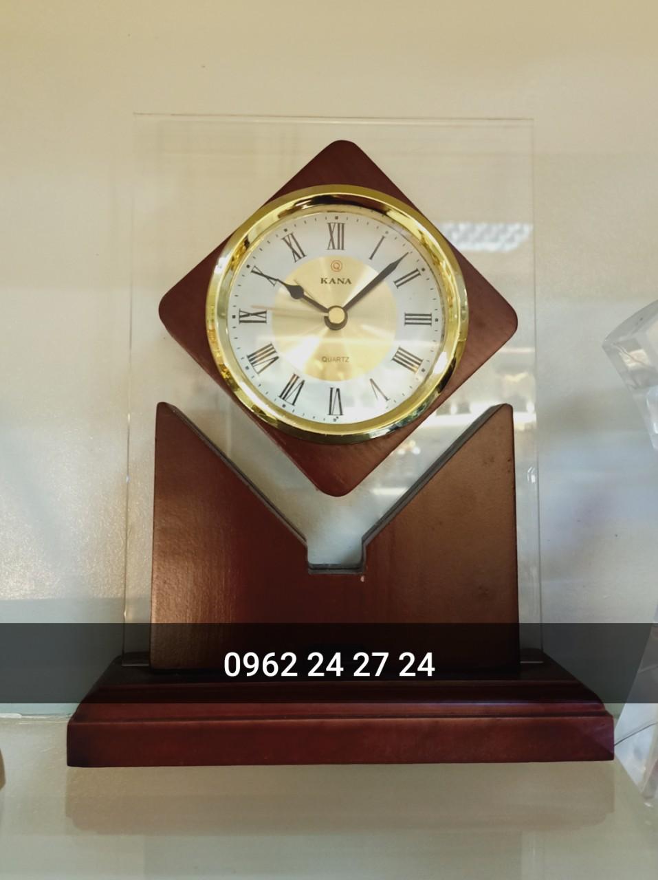 Địa chỉ sản xuất đồng hồ họp lớp, đồng hồ để bàn làm quà tặng kỷ niệm ngày tựu trường