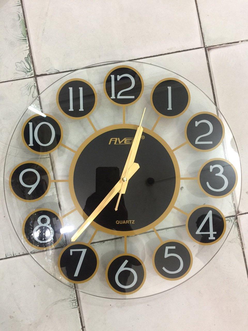 Xưởng sản xuất đồng hồ tròn trong suốt số nổi