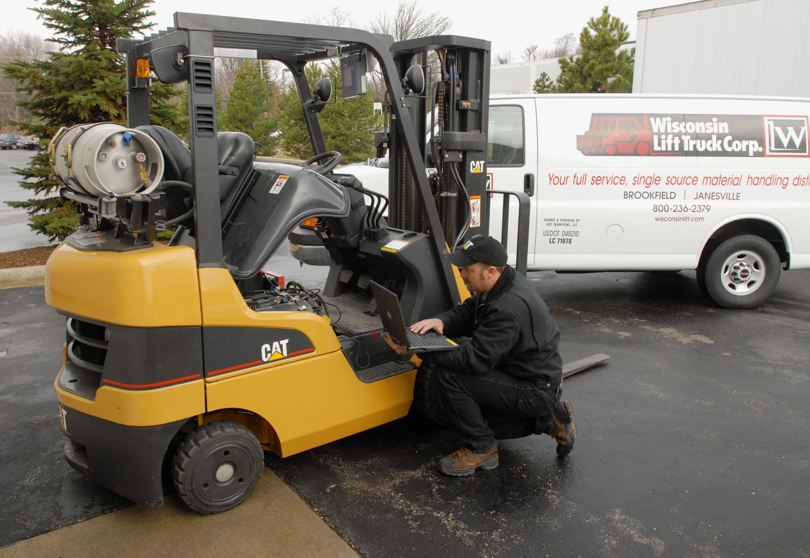 Công ty xe nâng Hoàng Phúc chuyên sửa chữa xe nâng tại Bình Dương
