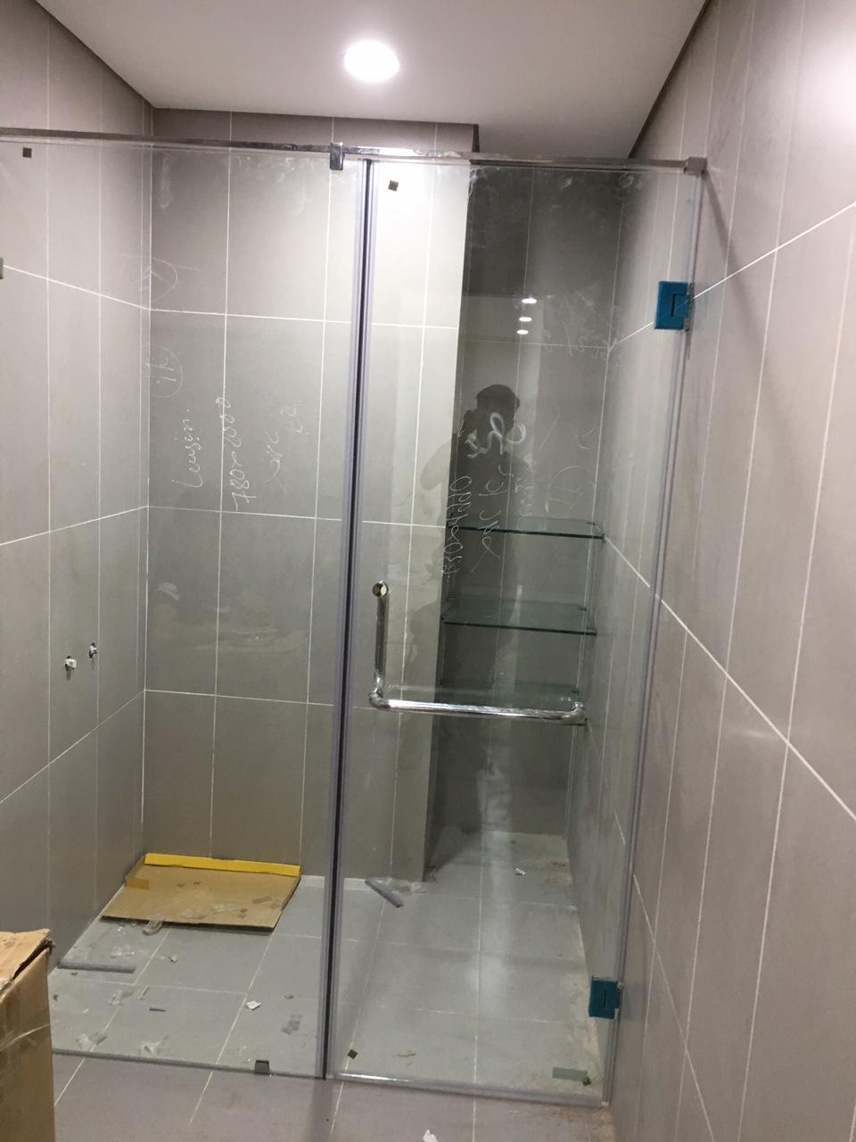 Thi công vách kính cường lực phòng tắm