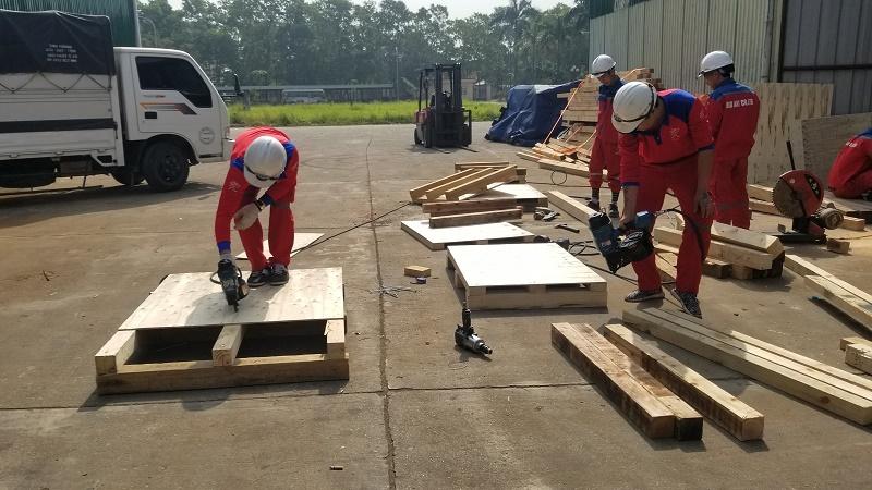 Dịch vụ đóng pallet gỗ tại công ty Kiến Đỏ