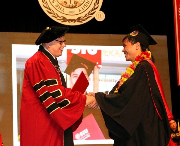 Xương cho thuê lễ phục tốt nghiệp trạng nguyên