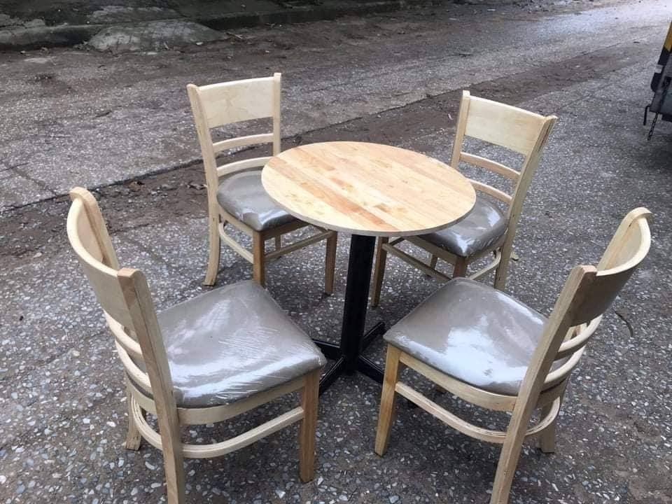 Xưởng sản xuất bàn ghế gỗ nệm giá rẻ