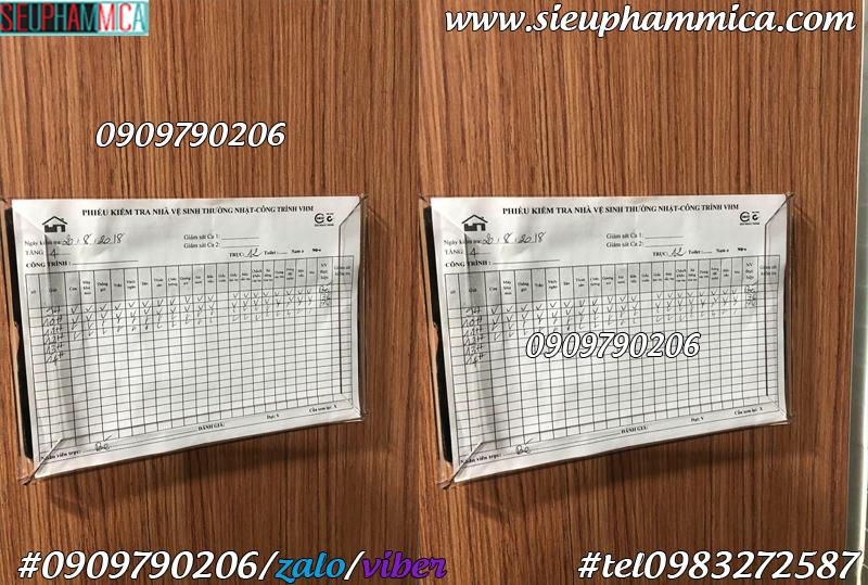 Chế tác kệ checklist nhà vệ sinh khổ A5, checklist mica treo tường