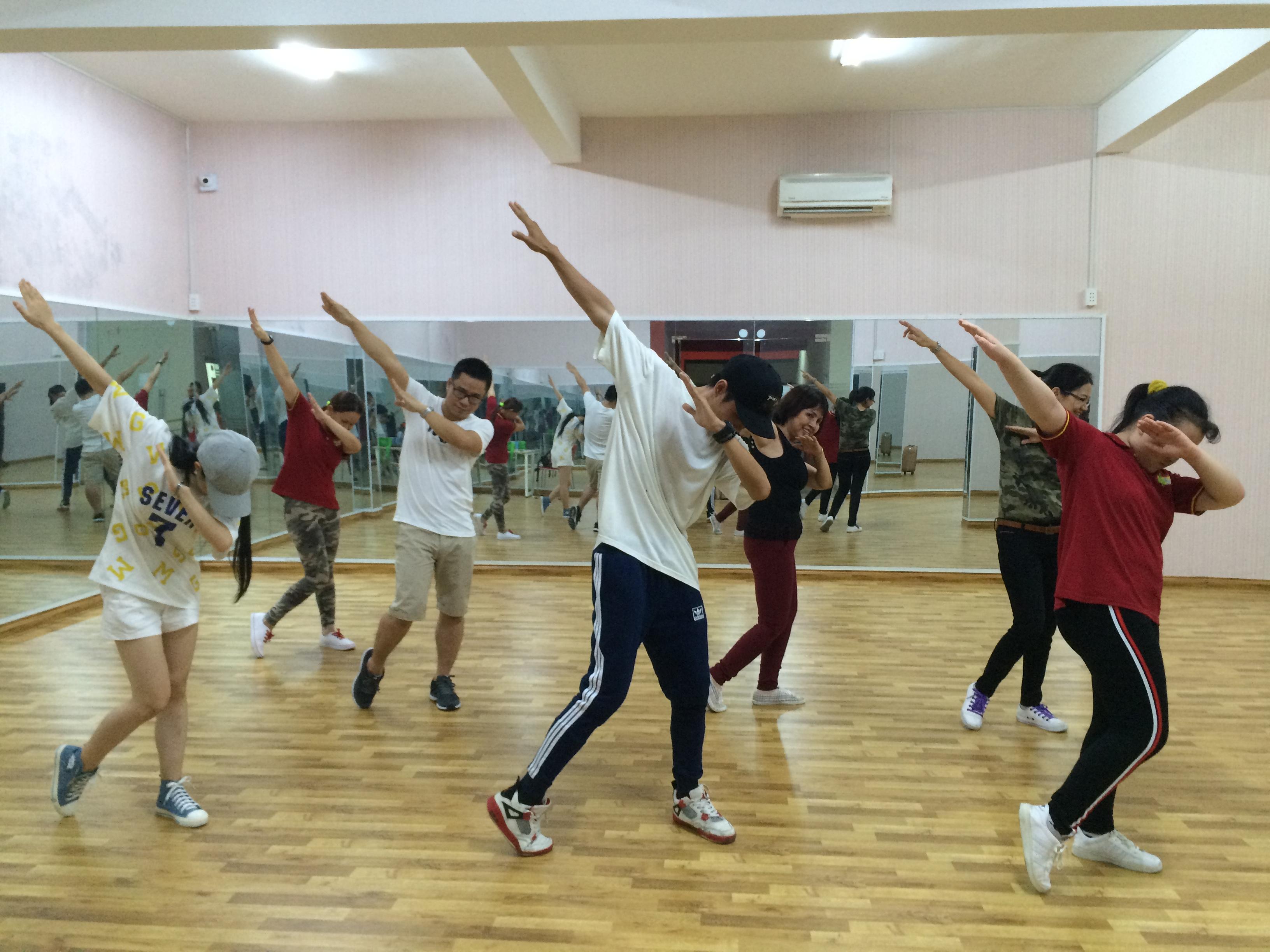 Chiêu sinh lớp nhảy hiện đại - Shuffle Dance