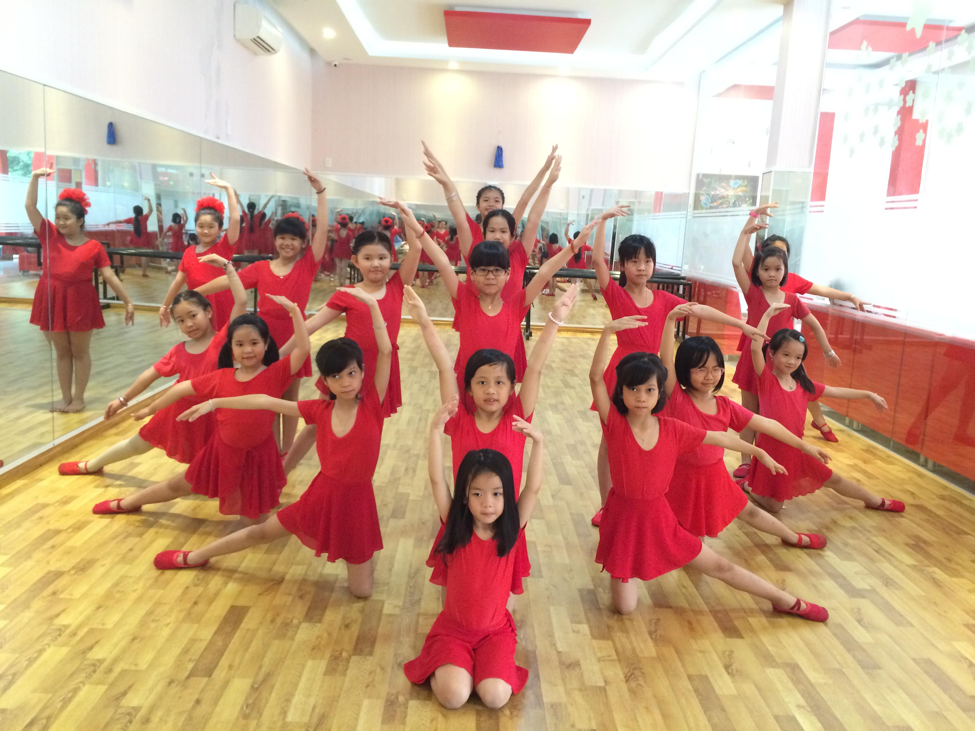 Chuyên đào tạo lớp múa tổng hợp: Ballet - dân gian - đương đại thiếu nhi