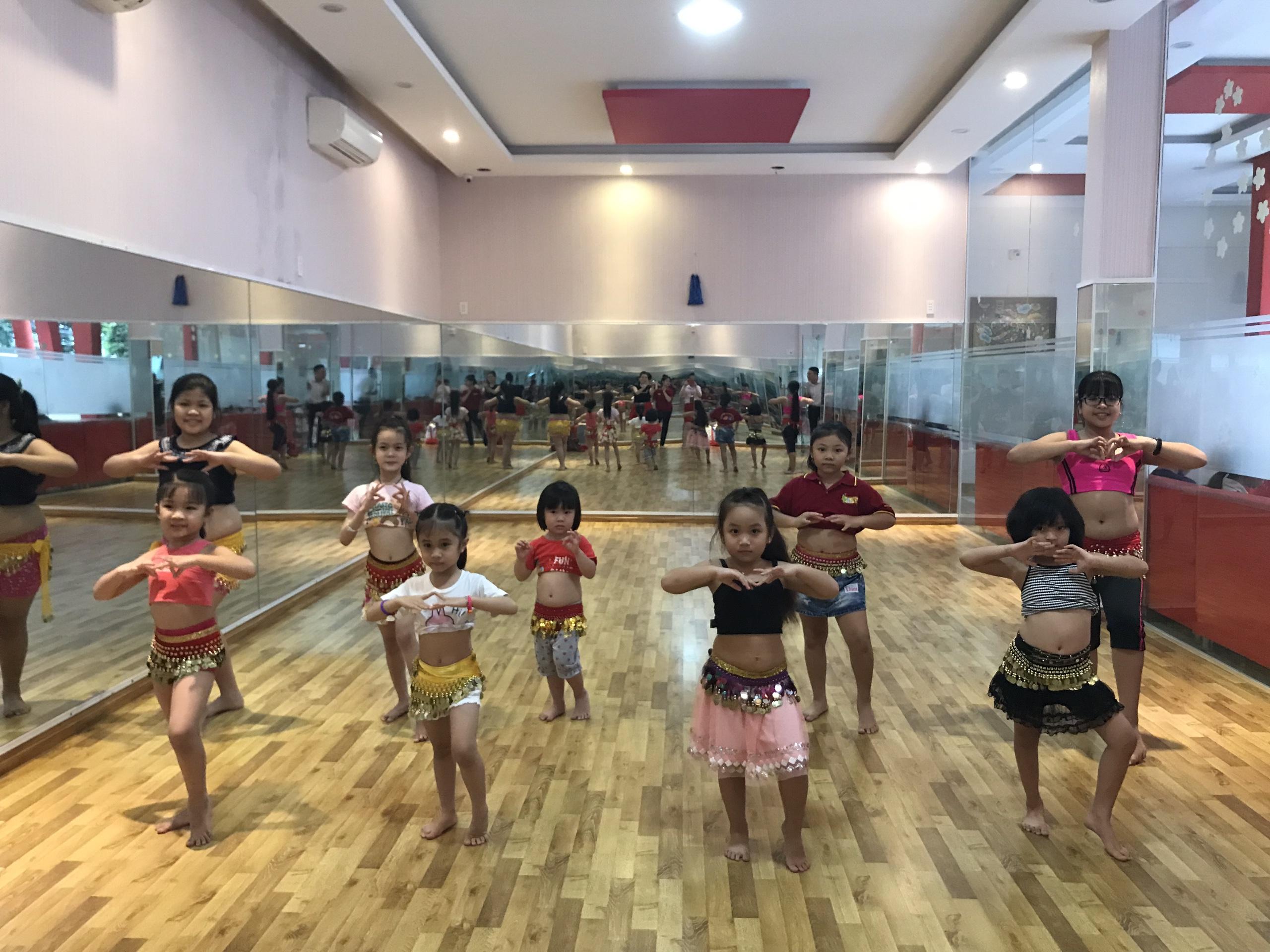 Tuyển sinh lớp Belly Dance - múa bụng thiếu nhi