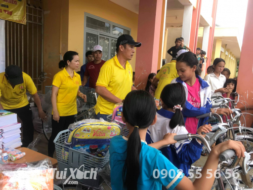 balo cặp học sinh từ thiện