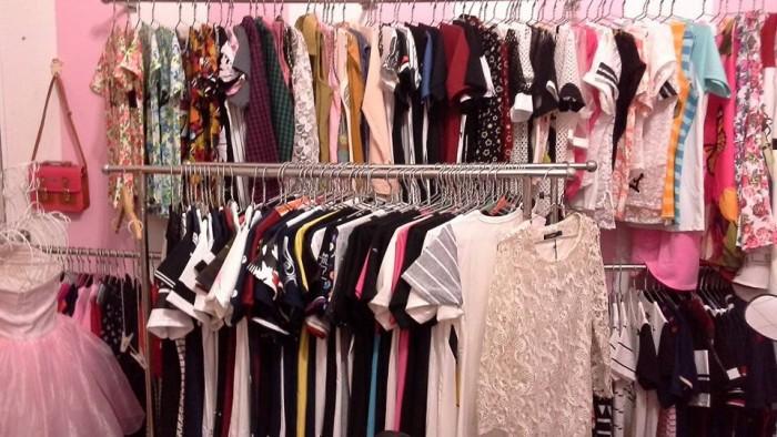 Chuyển váy thổ cẩm, quần áo đi Thái Lan giá rẻ