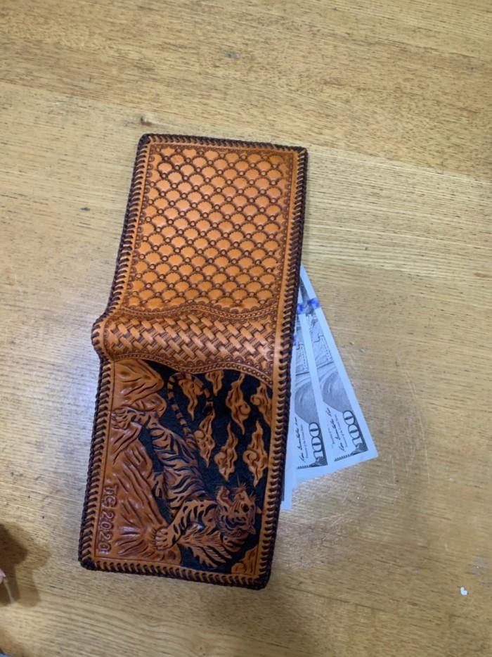 Dịch vụ khắc tên lên ví da ví da handmade...