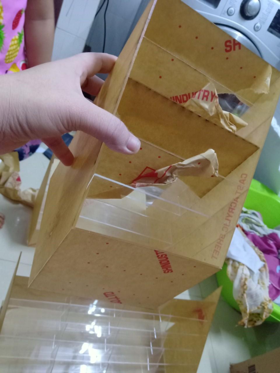 Gia công mica, hộp mica trưng bày TPHCM