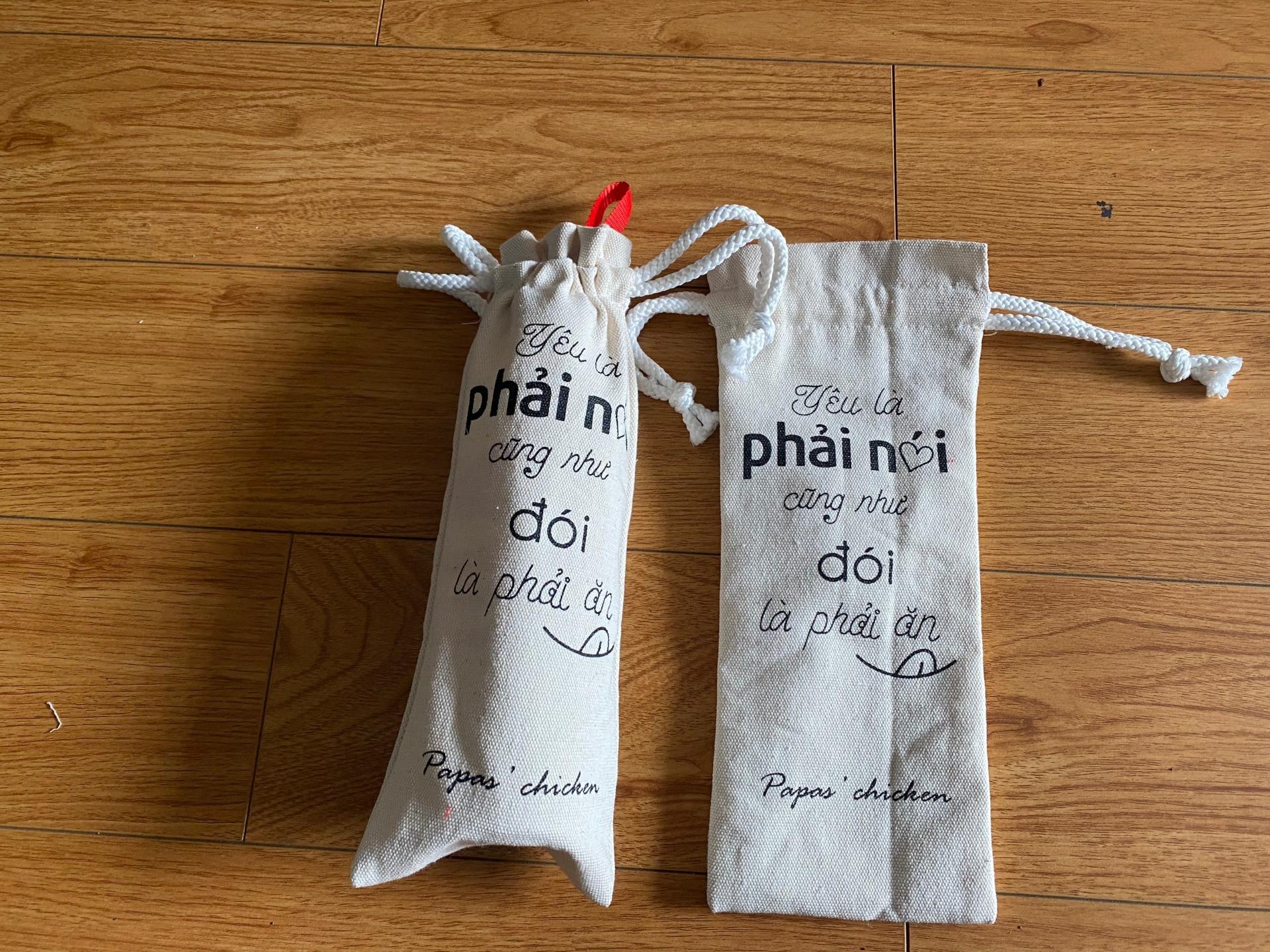 May túi rút đựng bình nước, may túi vải đựng bình nước, mua túi vải bố bền tốt, đẹp từng đường chỉ, hoa văn sắc xảo