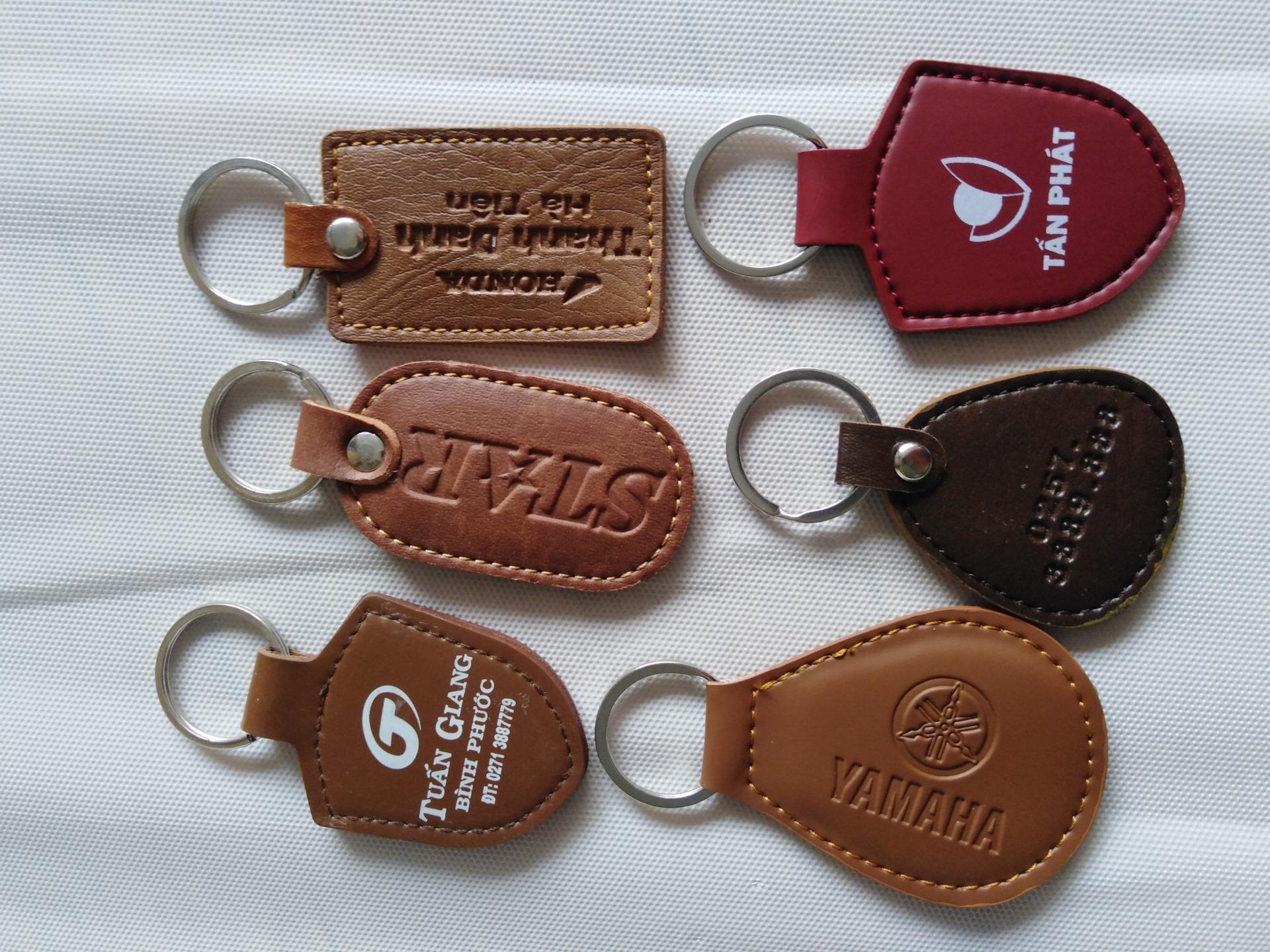 móc khóa nhựa dẻo, đổ keo quà tặng giá sỉ, sản xuất móc khóa theo yêu cầu