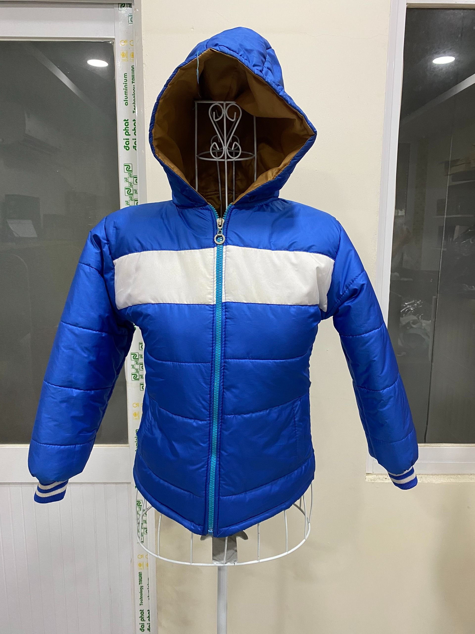 May áo khoác trẻ em, áo ấm từ thiện, áo phao từ thiện hỗ trợ các mạnh thường quân với giá rẻ, cạnh tranh nhất thị trường