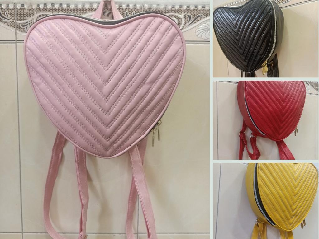 Xưởng may balo trái tim đen, đỏ, hồng, vàng - Bỏ sỉ balo hình trái tim quà tặng bạn gái