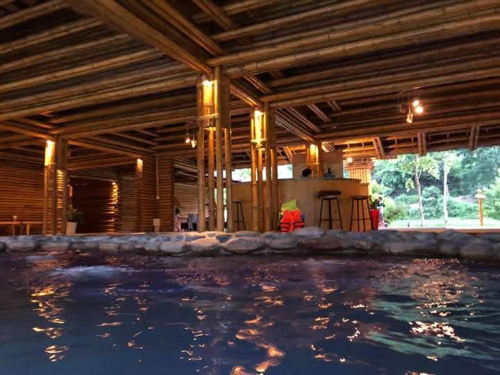 Khu resort với những thiết kế bằng tre nứa mang lại không gian tự nhiên, yên bình