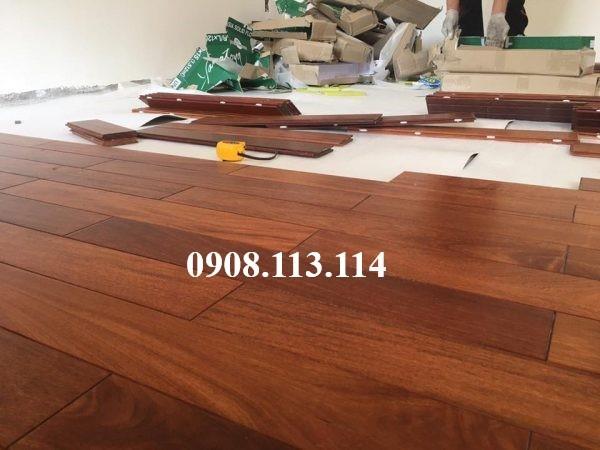 Thi công sàn gỗ Căm xe chùa Hoằng Pháp – Hóc Môn Quy cách: 15x90x600mm