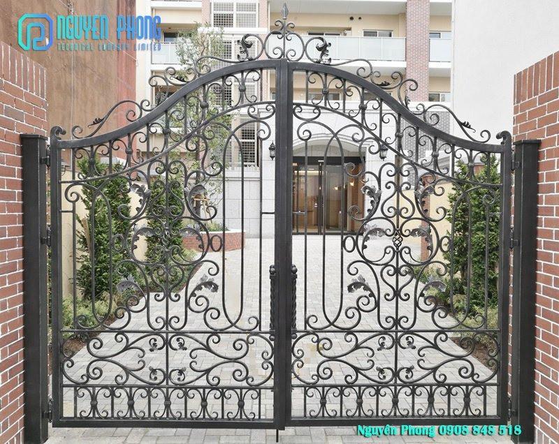 Thiết kế, thi công hoàn thiện cổng sắt hoa văn cnc, cổng sắt uốn mỹ thuật sơn giả cổ đồng cao cấp