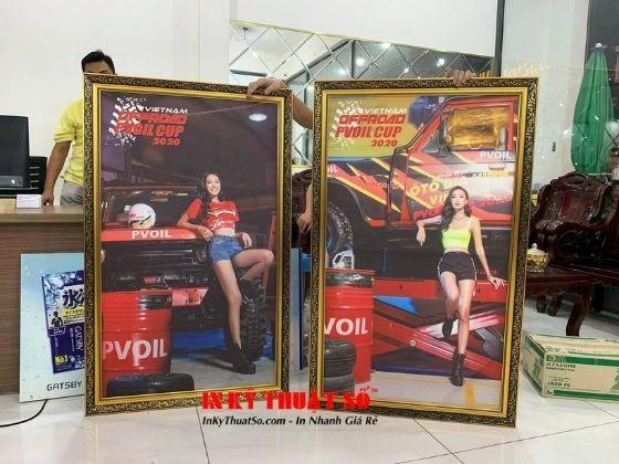 In tranh Hotgirl bên xe ô tô địa hình - trưng bày tại câu lạc bộ xe thể thao địa hình Offroad Club