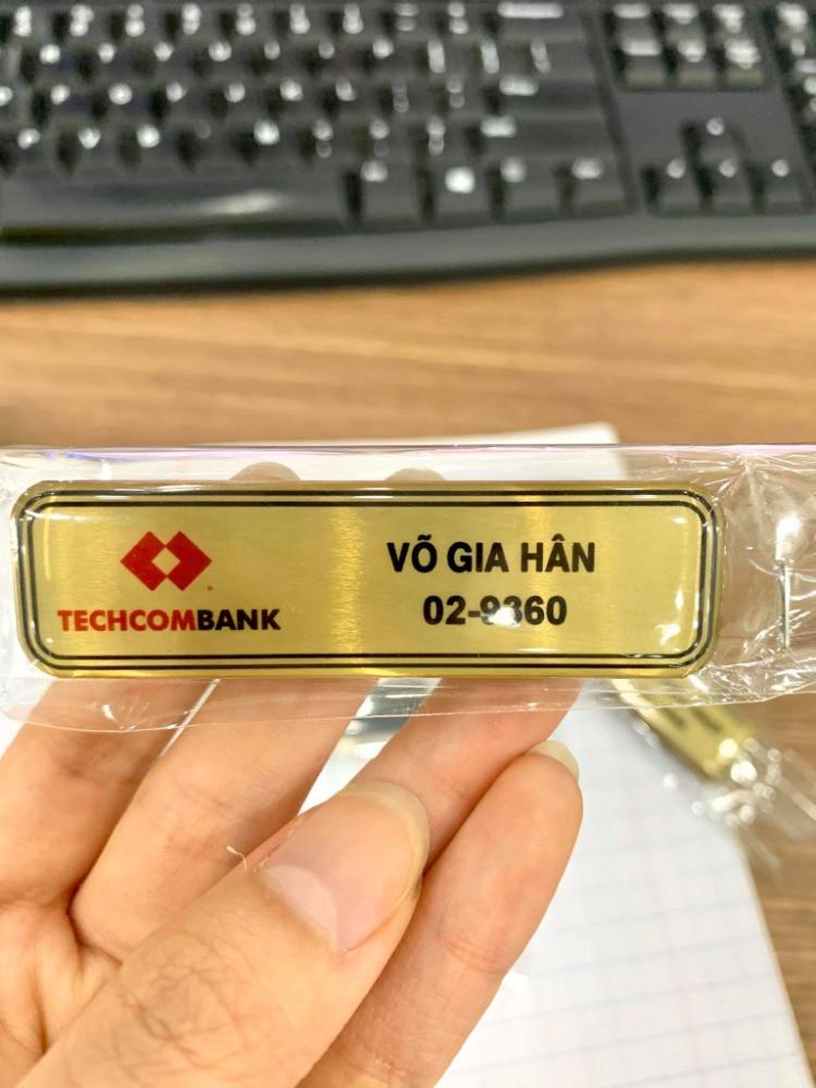 In bảng tên nhân viên ngân hàng - Bảng tên nam châm | In Kỹ Thuật Số Since 2006